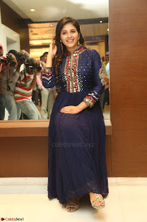 Anjali looks super cute at Chitrangada Pre Release Function March 2017 012.JPG