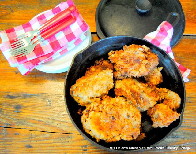 Old Black Pot Buttermilk Chicken at Miz Helen's Country Cottage