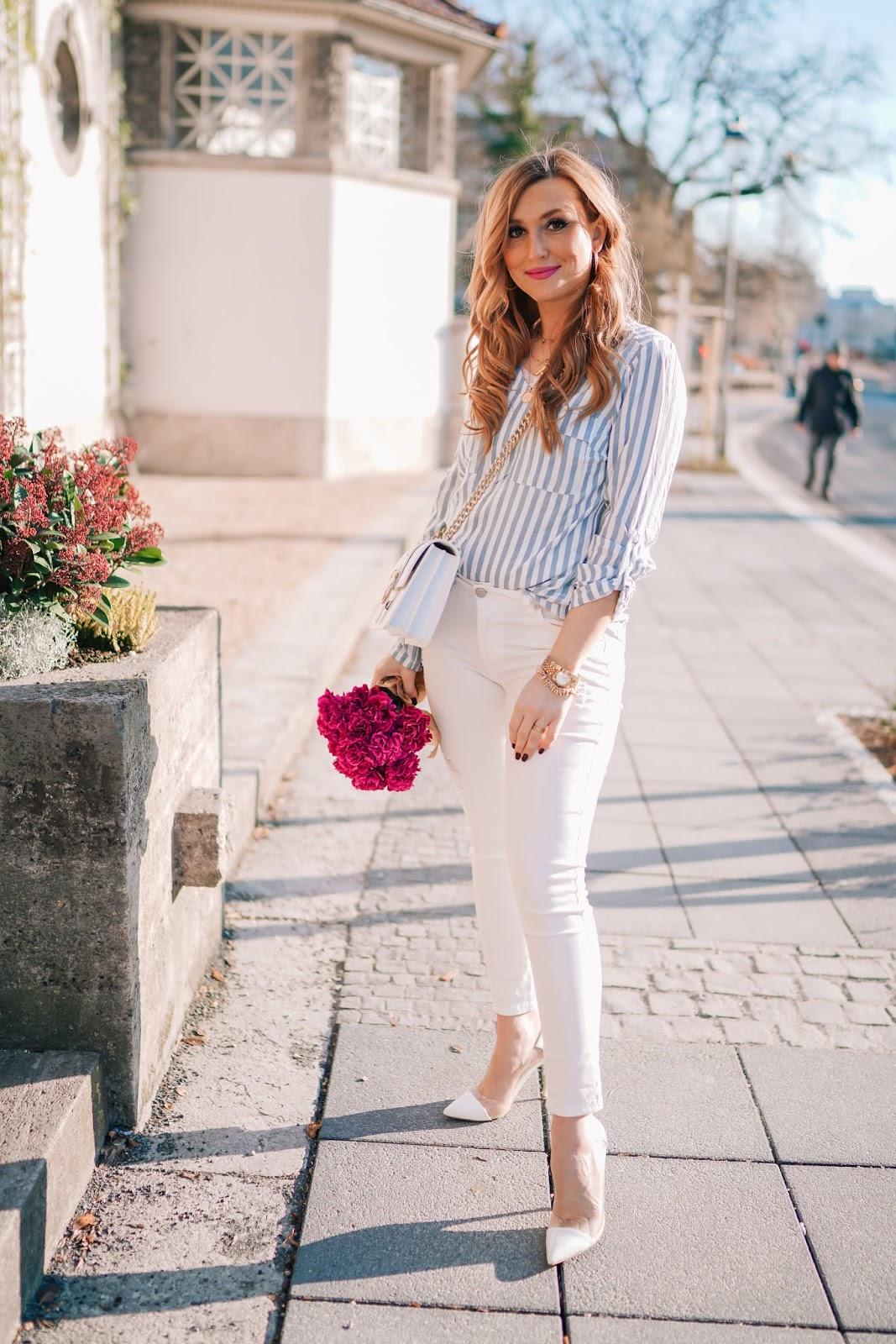 gestreifte-bluse-blau-gestreifte-bluse-frühlingsoutfit-springoutfit-weiße-pumps-weiße-jeans-fashionstylebyjohanna (3)