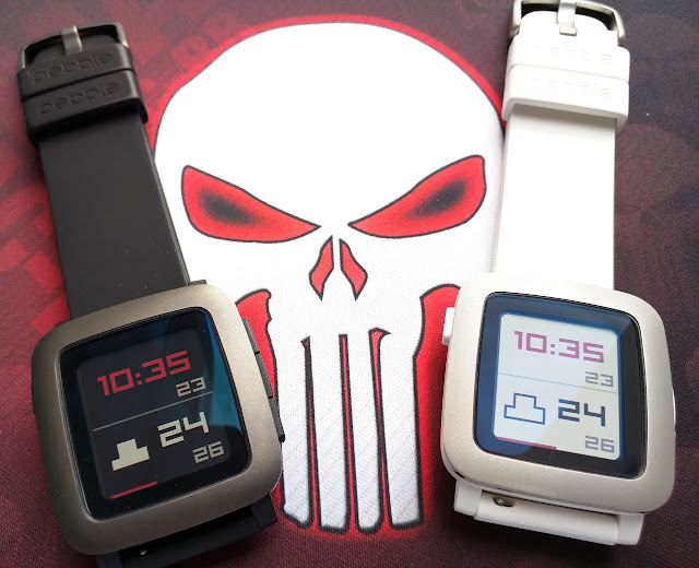 Pebble Time en negro y blanco (colores Punisher)