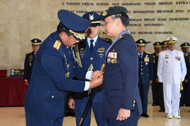 Panglima TNI Sematkan Bintang Swa Bhuana Paksa Utama