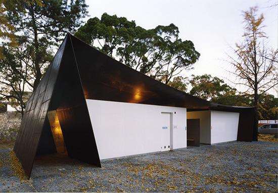 8 contoh Desain toilet di taman terbuka dengan desain atraktif