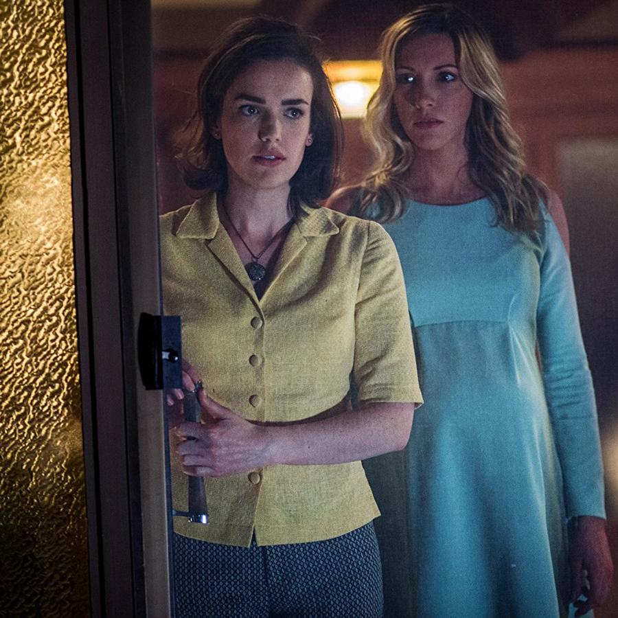 Wataha u Drzwi, Katie Cassidy (Sharon Tate) i Elizabeth Henstridge  (Abigail Folger)