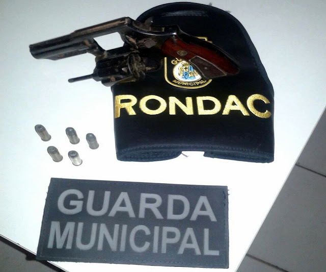 Guarda de Aracaju apreende arma de fogo no ônibus 030 - Marcos Freire I e III / D.I.A