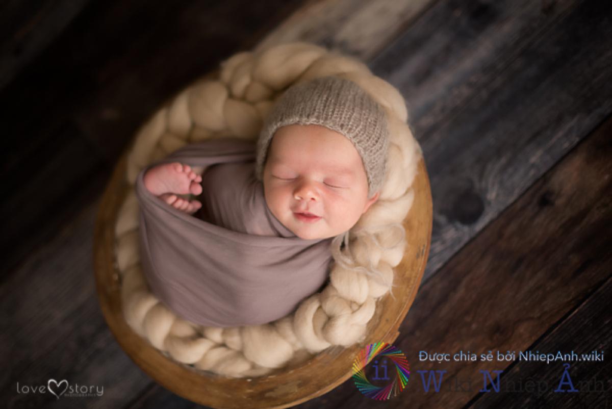 Hình ảnh bé gái sơ sinh dễ thương, đáng yêu