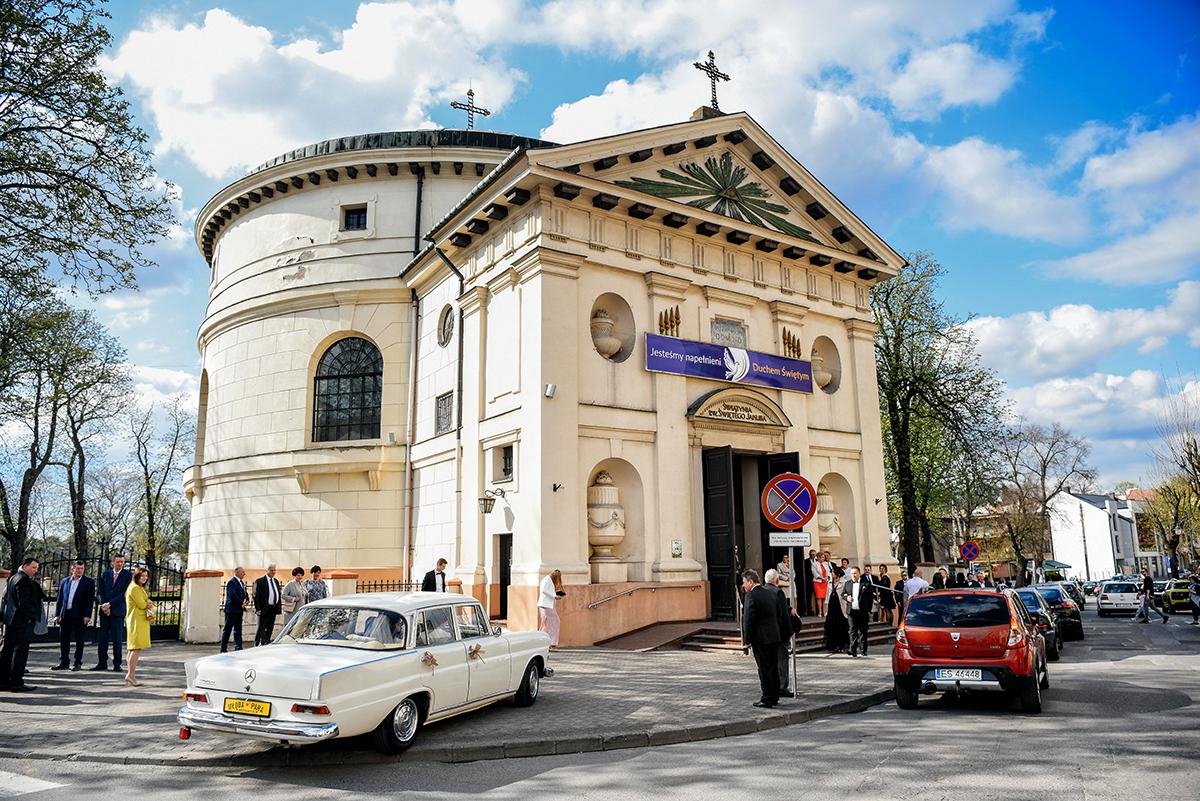 Skierniewice Parafia św Jakuba - SAMOCHÓD ŚLUBNY