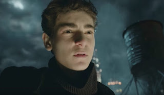 gotham: bruce wayne se convierte en el caballero oscuro en una nueva promo
