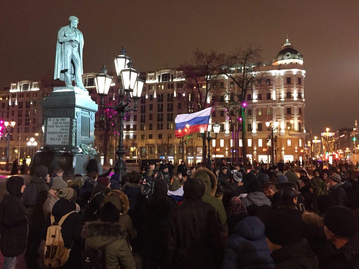 Москвичи спели любимую песню про путина