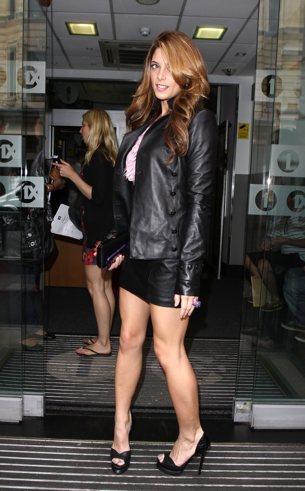 Lovely Ladies In Leather Ashley Greene In A Leather Suit