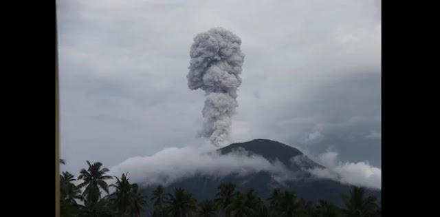 Gunung Ibu di Maluku Utara Meletus, Keluarkan Abu Vulkanik Setinggi 800 Meter