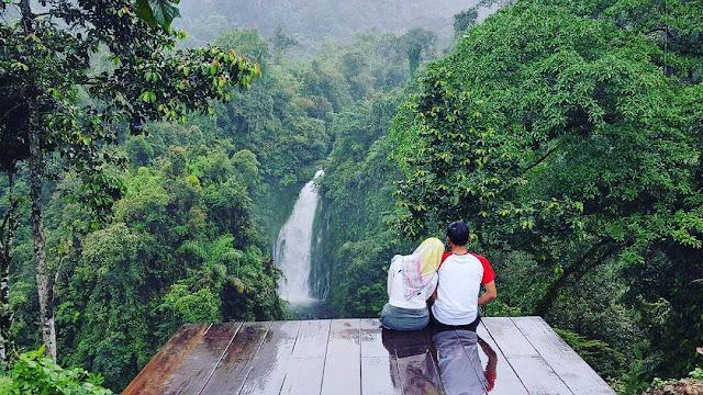 foto romantis di curug gomblang purwokerto