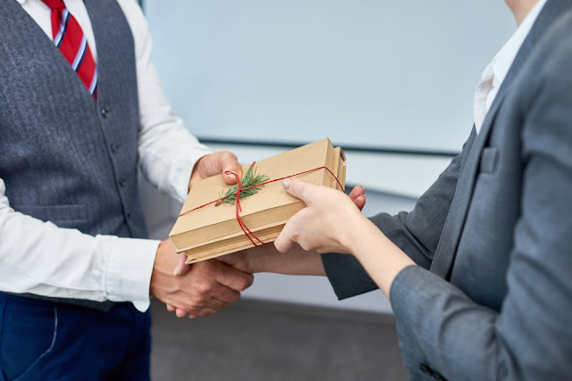What Type of Corporate Gifts Your Organization Should Give?
