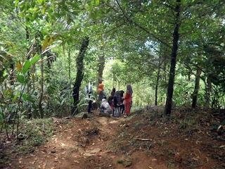 Jalan Menuju Puncak Gunung Sendaren Desa Wisata Panusupan
