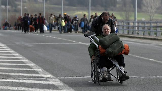 Οι Ευρωπαίοι αγοράζουν την ανθρωπιά με μία… επιταγή