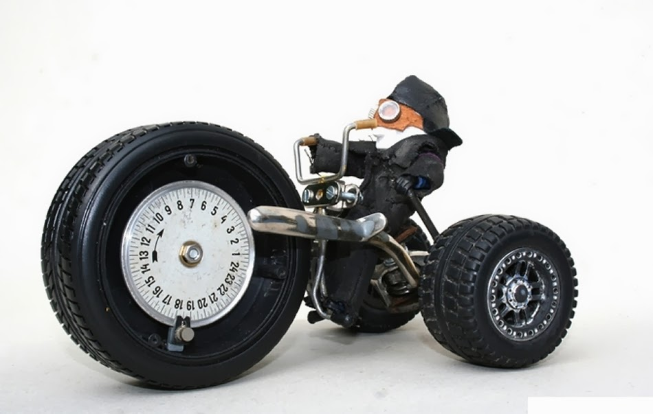 02-Alerons-Big-Wheel-Trike-Derek-Scholte-Recycled-Toy-Sculptures-www-designstack-co