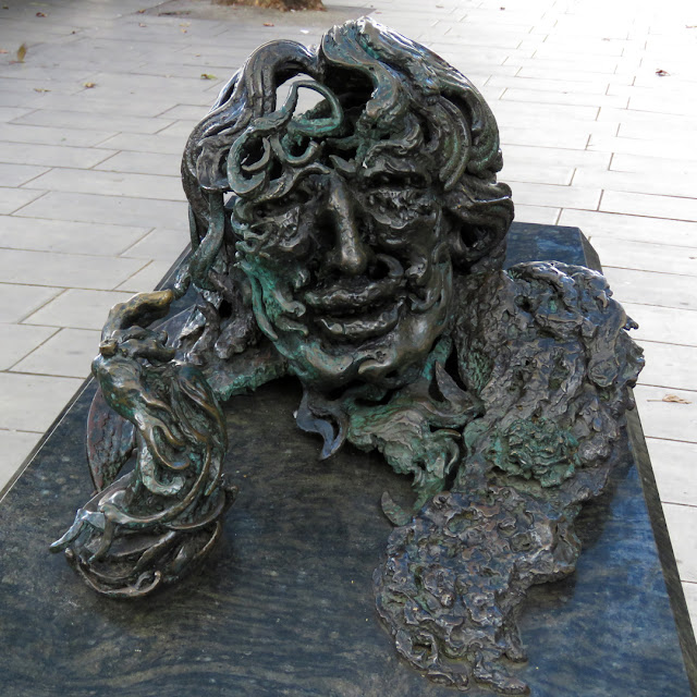 """A conversation with Oscar Wilde"" by Maggi Hambling, Adelaide Street, London"