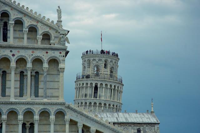 wejście na szczyt Krzywej Wieży w Pizie