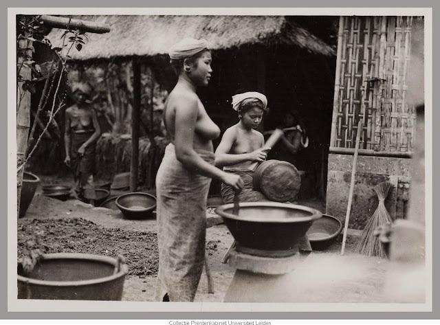 http://loverlem.blogspot.com/2017/10/sejarah-wanita-bali-tempo-dulu-tanpa-bra.html