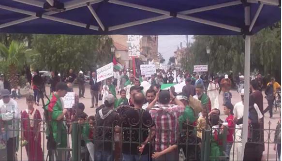 التمسك بسلمية الحراك  .... الشعب و الجيش خاوة خاوة  ...ولا انتخابات في ظل بقاء الباءات