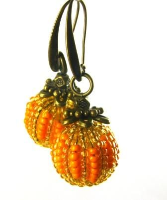Quick Pumpkin Beaded Earrings Tutorial