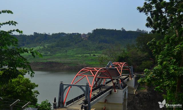 Jembatan Merah Goa Kreo