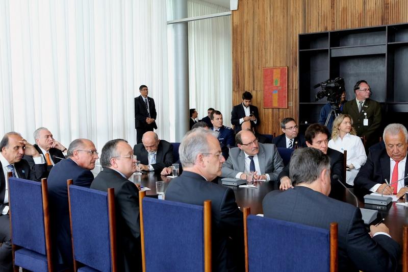 Sartori participou de reunião com presidente, ministros e colegas de outros estados no Palácio da Alvorada - Foto: Luiz Chaves/Palácio Piratini