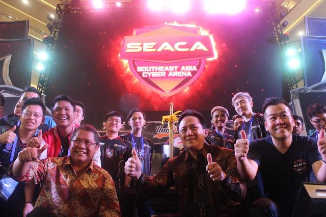 Foto bersama (dari kiri) Menteri Komunikasi Rudiantara unipin seaca 2018