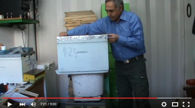 Κώστας Παναγιωτίδης: Μελισσοκομική ζυγαριά και ενδυμασία συμβουλές και πληροφορίες video