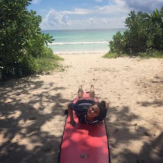 "Ghiwa.Ibrahim | غوى إبراهيم (@ghiwaibrahim) on Instagram: ""Today was my First #lesson in #surfing 🏄🏽💙💚 اليوم أخذت أول درس لي في #رياضة #ركوب_الأمواج و من حسن…"""""