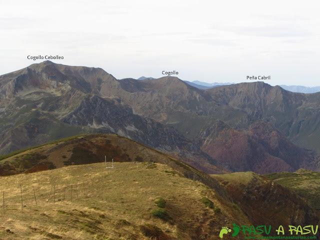 Vista del Cogollu Cebollo Cebolledo y Cabril desde el Pico Mocoso
