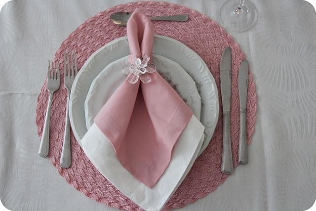 Arrumação dos Lugares do Almoço em Rosa