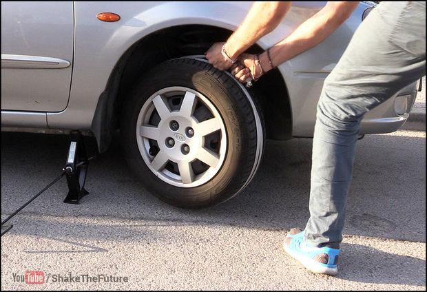 23e591675 ... gran mayoría de los que tenéis carnet de conducir os hayáis tenido que  enfrentar alguna vez a la situación de haberos quedado sin batería en el  coche.