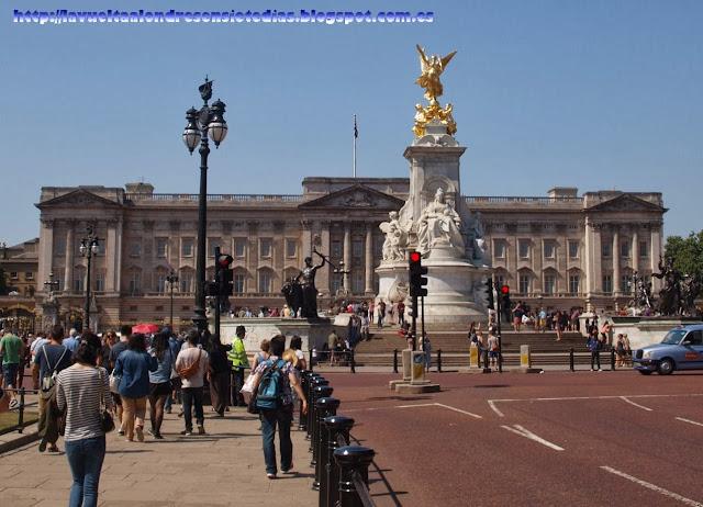 Victoria Memorial y Palacio de Buckingham