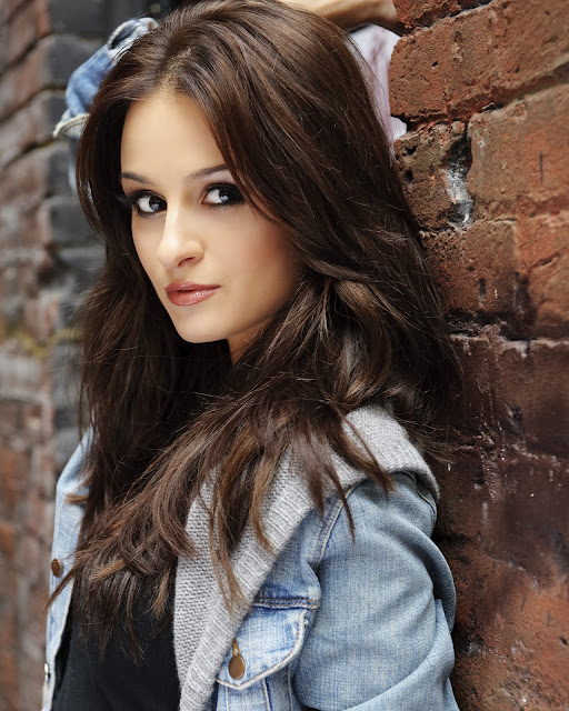 Top 10 Most Beautiful Actresses from Canada 2013-2014