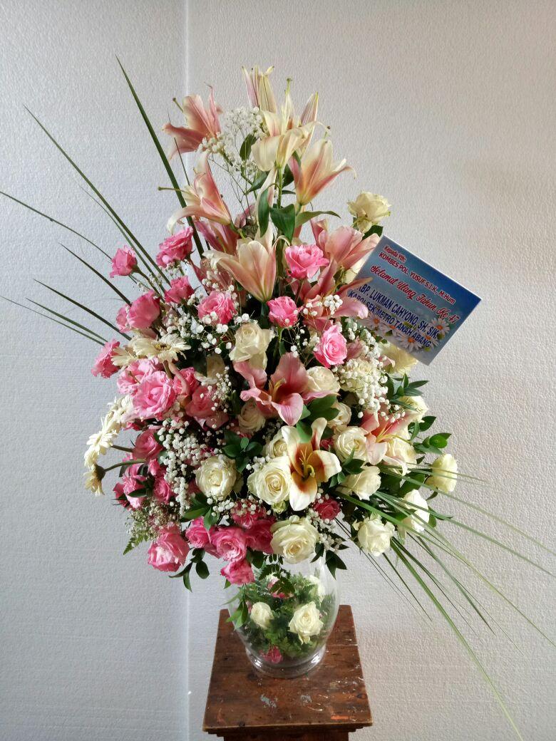 Aqiela florist pamekasan melayani berbagai macam rangkaian bunga meja fa5a3883b1