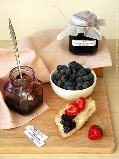 domowy dżem truskawkowo-jagodowy z rumem