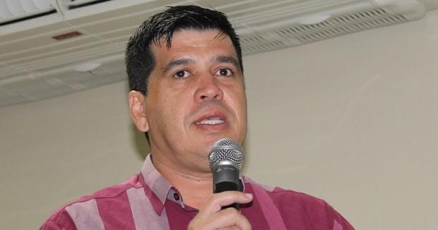 Secretário de Educação rebate denúncia de vereadores sobre ônibus escolar