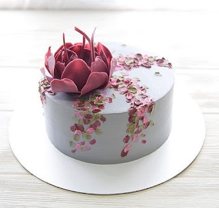 K'Mich Weddings - wedding planning - cake ideas - light blue cake with flower topper made from sugar
