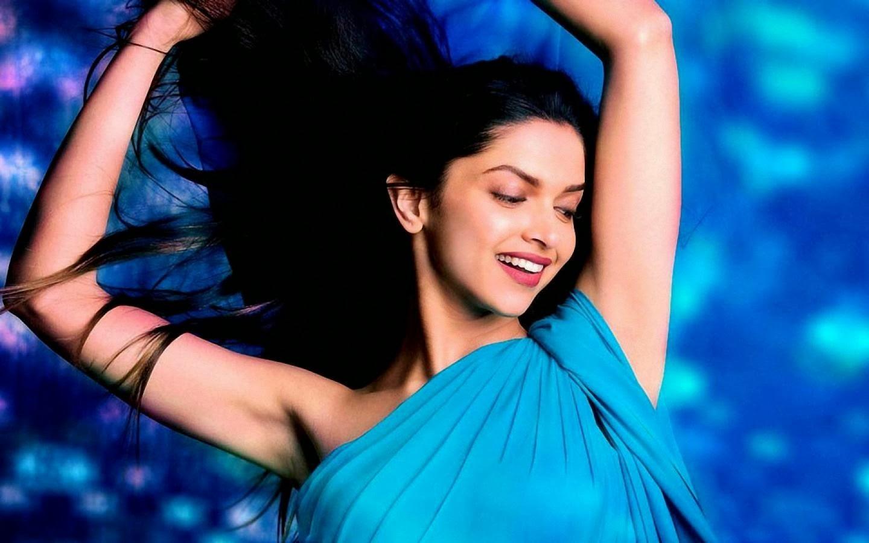 Deepika From Padmavat Hd Wallpaper: Deepika Padukone Hot Pictures