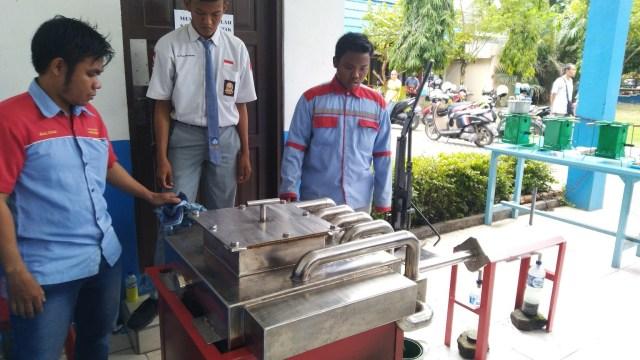 Paman Birin Puji Inovasi Pengolah Sampah Plastik Jadi BBM