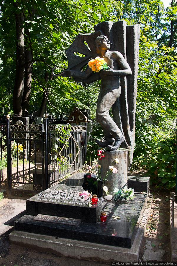 Могила Леонида Енгибарова на Ваганьковском кладбище