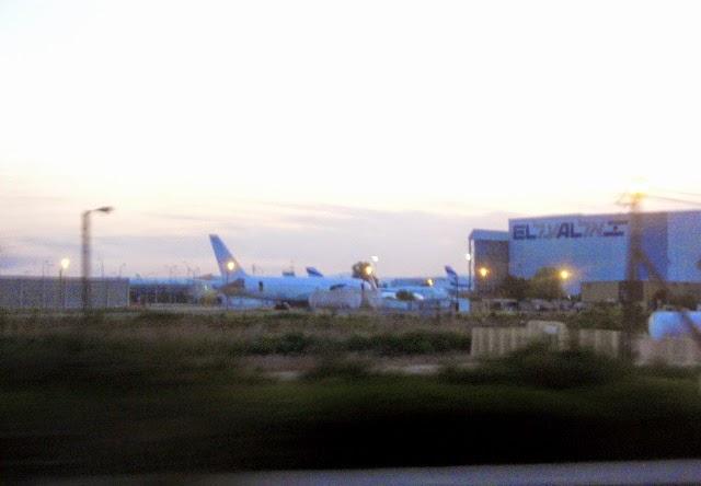 Samoloty przed odlotem na płycie lotniska Ben Guriona pod Tel Awiwem (Izrael)