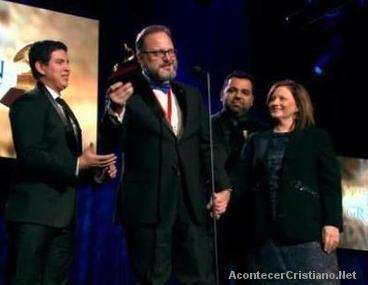 Marcos Witt recibiendo el premio Latin Grammy