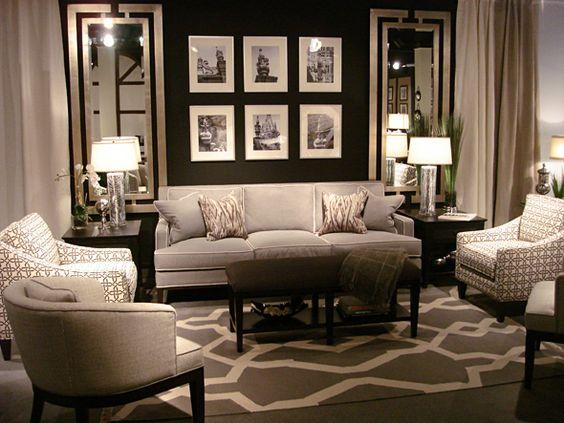 los espejos son elementos versatiles a la horar de decorar cualquier estancia atrevete por ejemplo a colocar un espejo moderno que rompa con ambientes