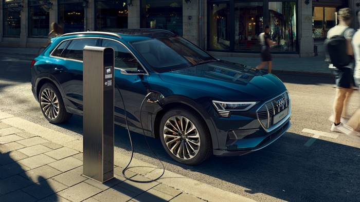 Audi e-tron is equipped with the Audi drive select system, with which the driver can choose one of seven driving profiles, depending on the situation and preferences.