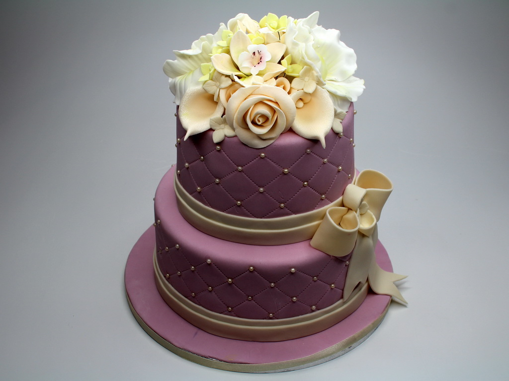 London Patisserie: Wedding Cake With Sugar Flowers