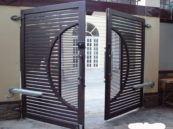 Mẫu cửa cổng sắt 2 cánh đẹp GH27