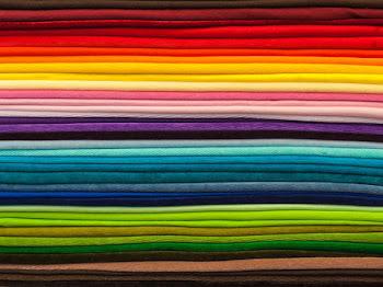 Panduan Memilih Warna Shawl Sesuai Dengan Anda