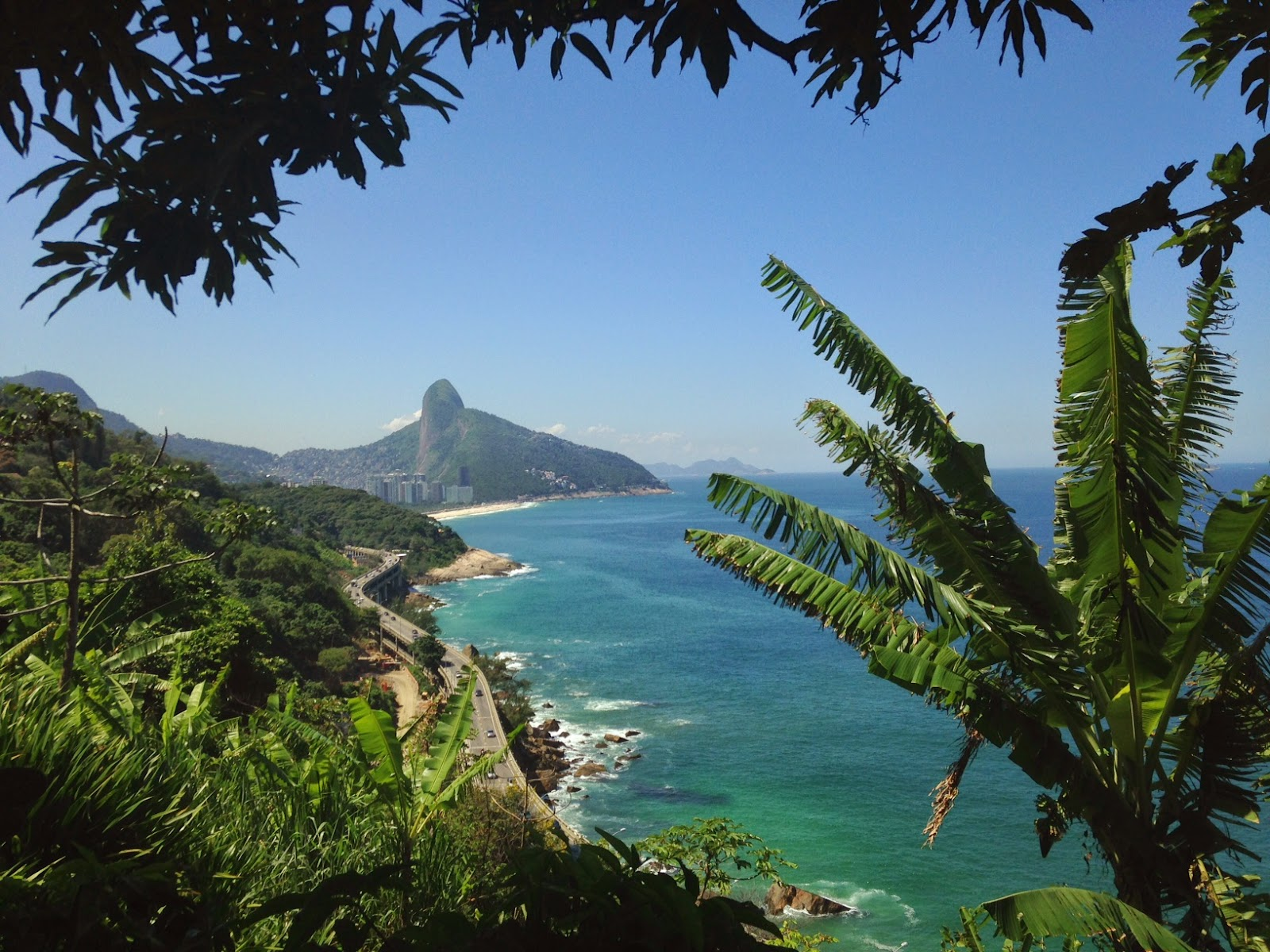 Mirante do Joá no Rio de Janeiro vista Morro Dois Irmãos