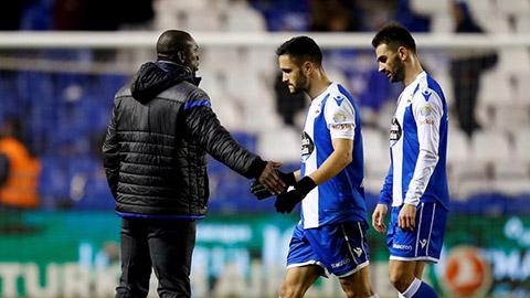 HLV Seedorf không thể giúp Deportivo trụ hạng thành công